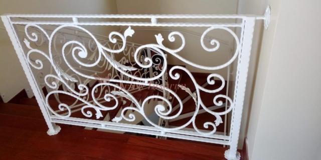 beyaz ferforje merdiven korkuluğu