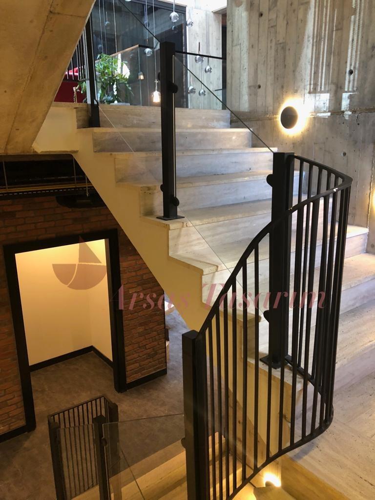 metal cam ic merdiven korkuluk